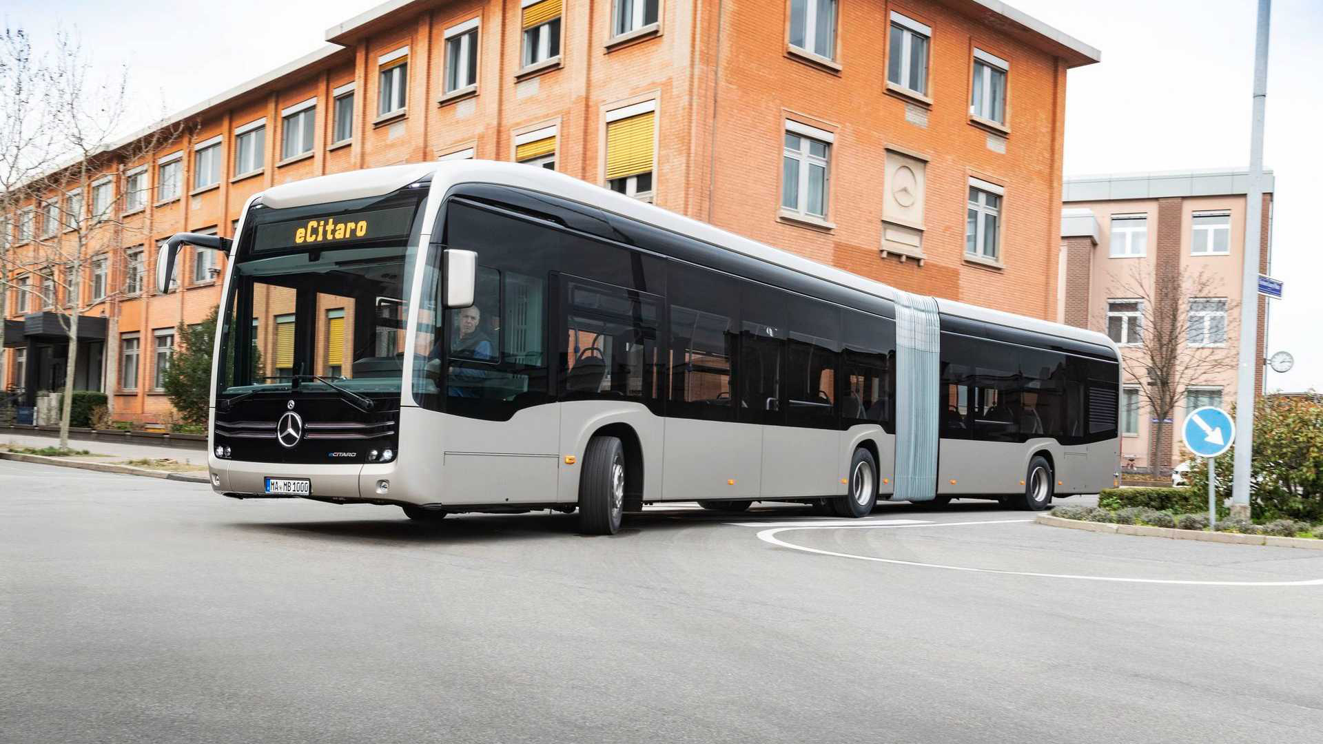 Mercedes-Benz eCitaro G - Chiếc xe buýt có khớp nối toa chạy pin thể rắn đầu tiên. Ảnh: @Mercedes-Benz.