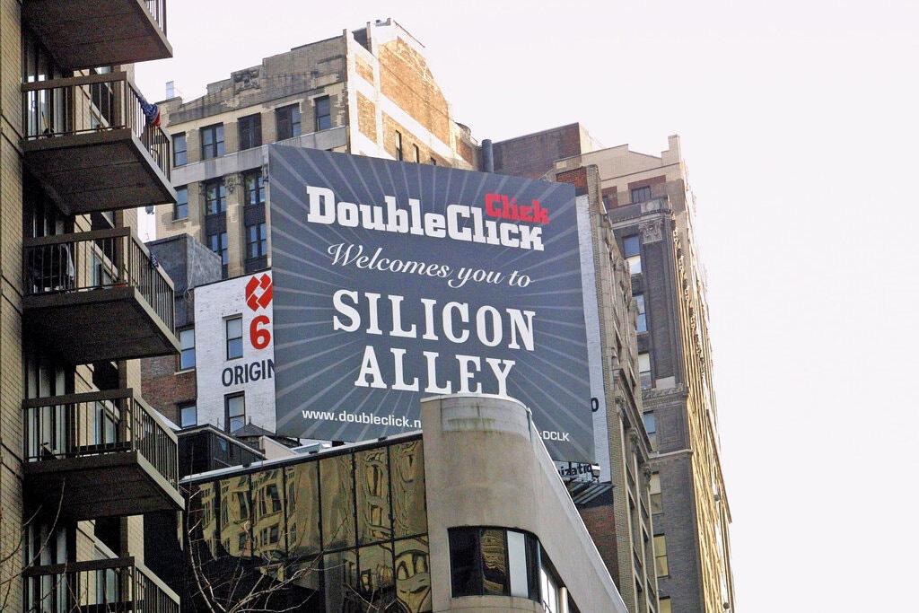 Một bảng quảng cáo đã quảng bá công ty công nghệ quảng cáo DoubleClick ở Manhattan. Ảnh: @Chester Higgins Jr./The New York Times.