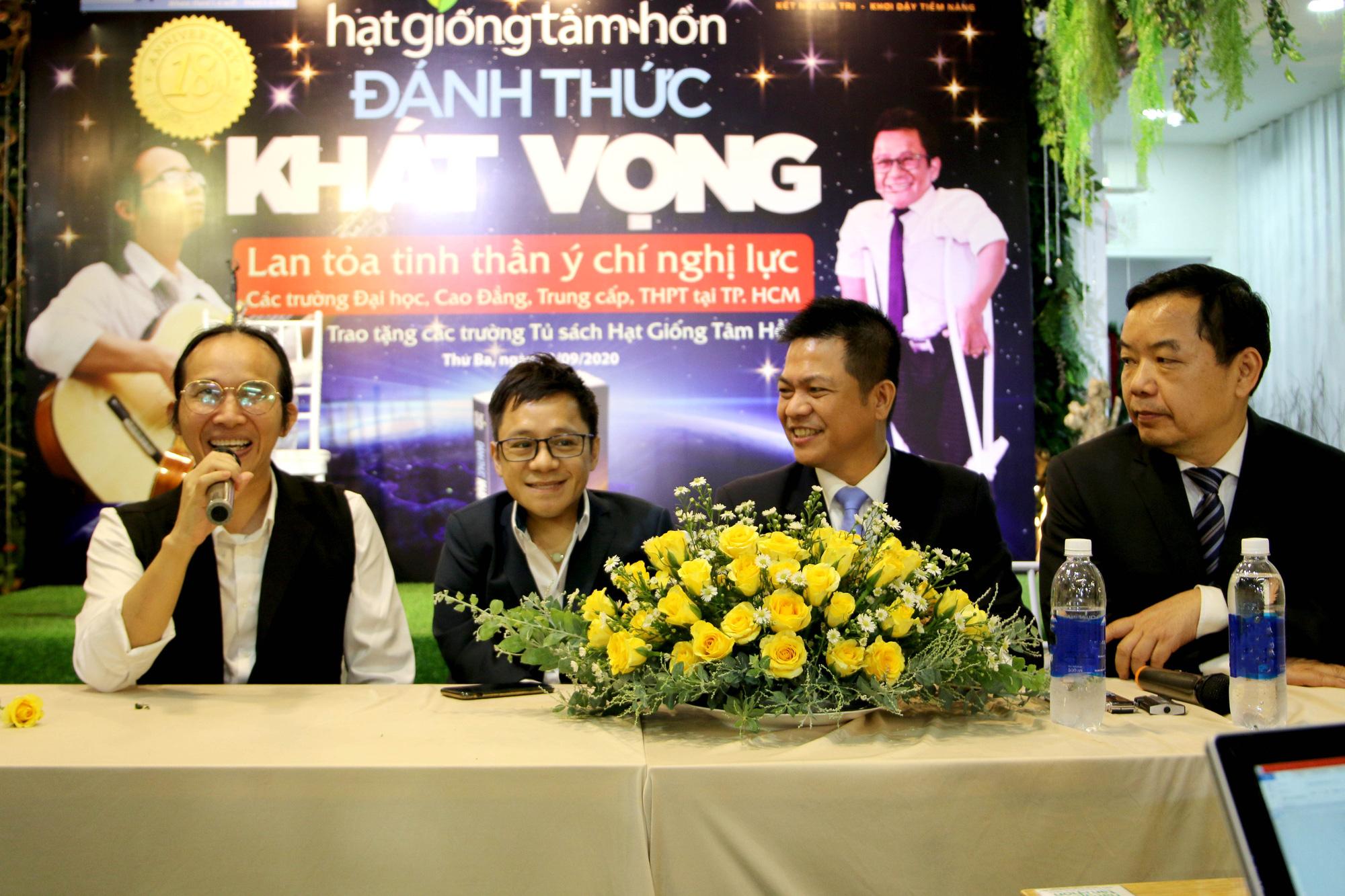 """Diễn giả Sơn Lâm và nhạc sĩ Hà Chương """"Đánh thức khát vọng"""" cho 30.000 học sinh, sinh viên - Ảnh 4."""