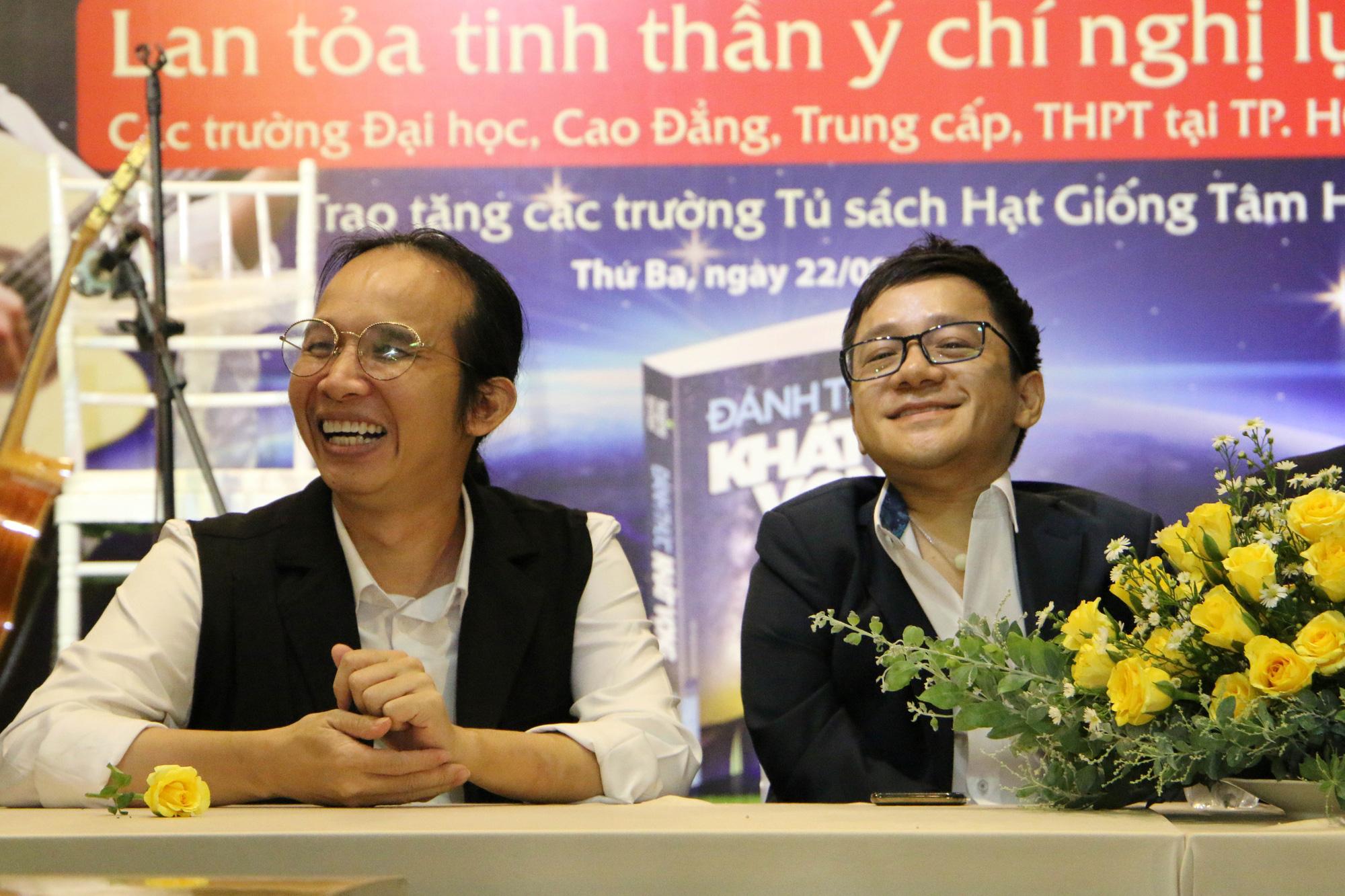 """Diễn giả Sơn Lâm và nhạc sĩ Hà Chương """"Đánh thức khát vọng"""" cho 30.000 học sinh, sinh viên - Ảnh 1."""