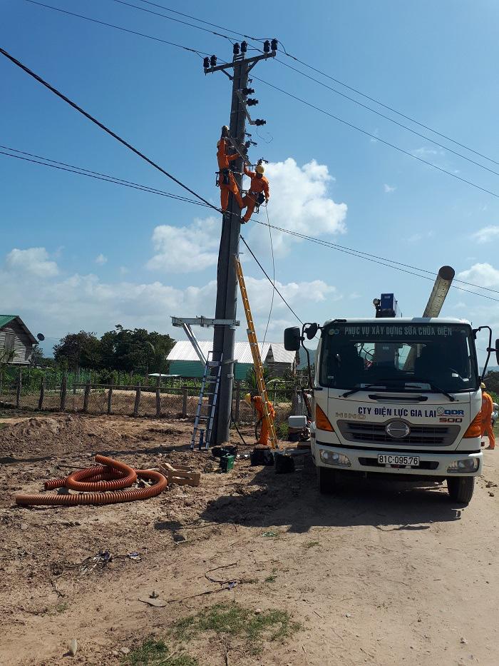 Gia Lai: Điện lực Krông Pa vượt khó, đảm bảo cung cấp điện trên địa bàn huyện   - Ảnh 1.