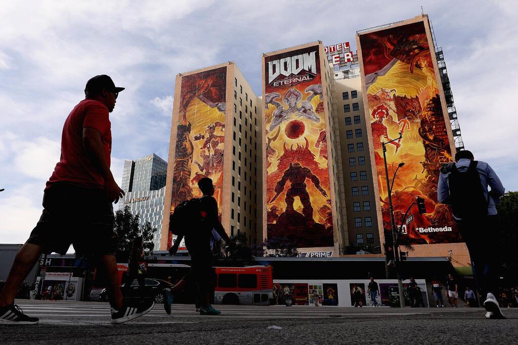 Với việc mua ZeniMax Media, công ty mẹ của Bethesda Studios, Microsoft đã giành được quyền kiểm soát các tựa game lớn như Doom. Ảnh:@ Christian Petersen / Getty.