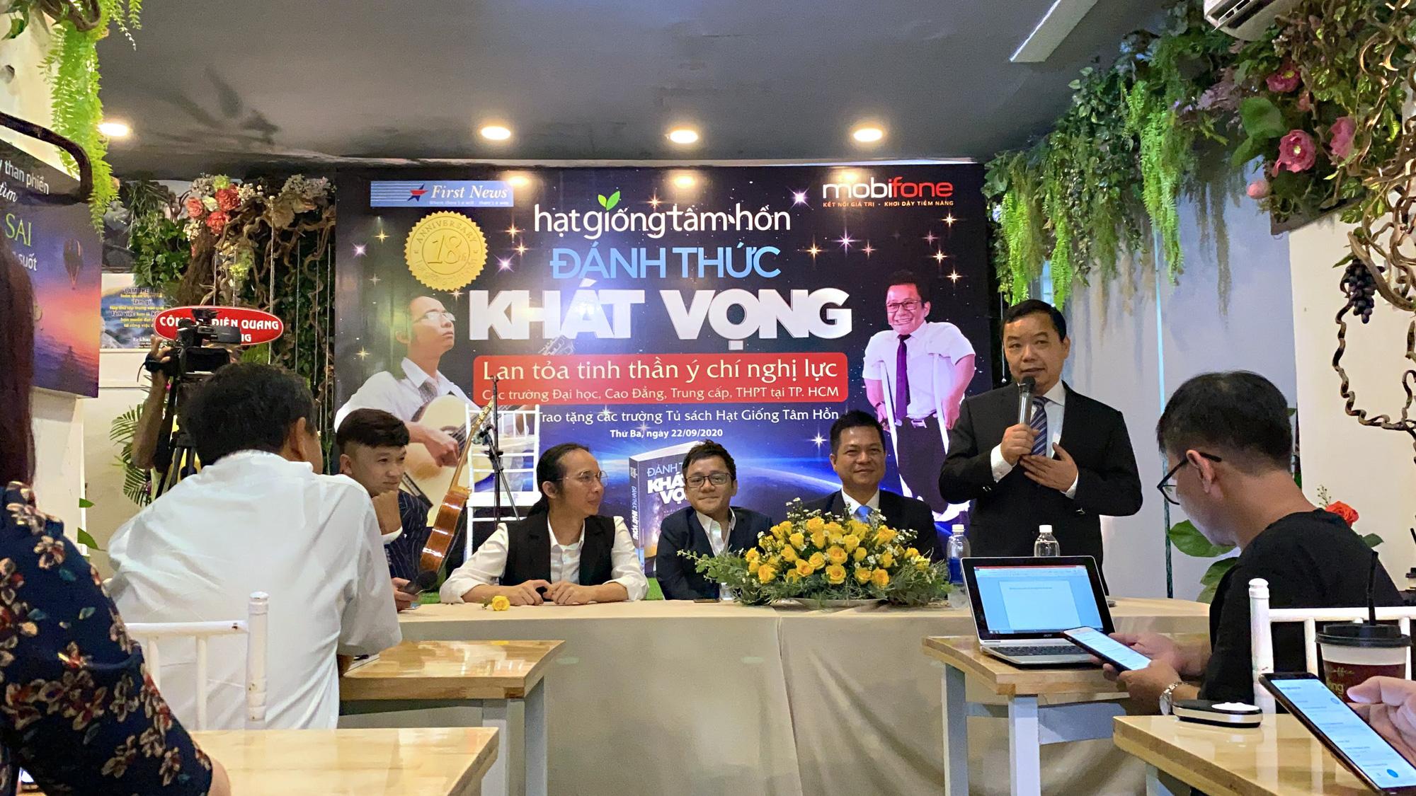 """Diễn giả Sơn Lâm và nhạc sĩ Hà Chương """"Đánh thức khát vọng"""" cho 30.000 học sinh, sinh viên - Ảnh 2."""
