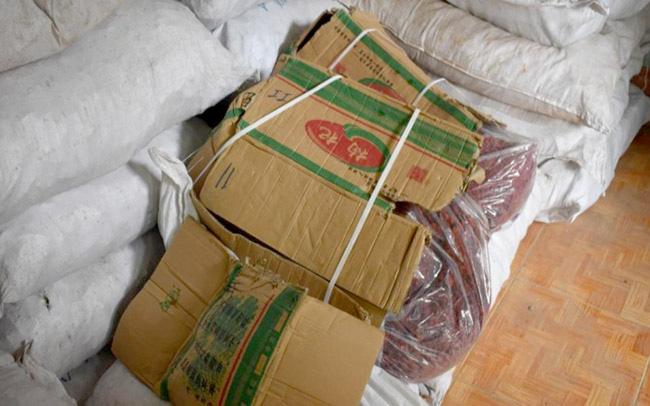 Phát hiện lô thuốc đông y nghi nhập lậu Trung Quốc trị giá hơn 2,7 tỷ đồng - Ảnh 1.