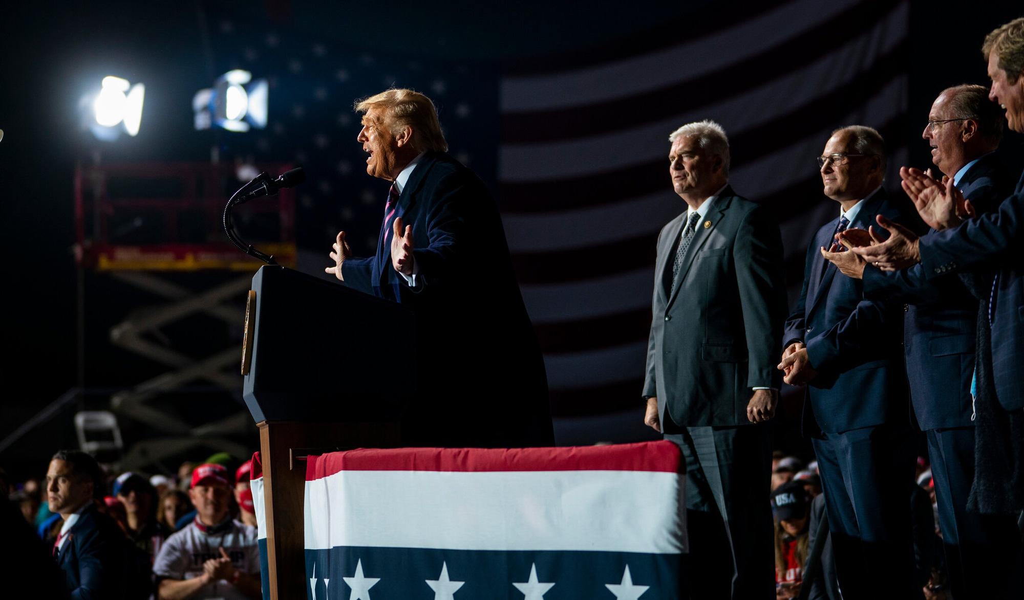 Bầu cử Mỹ: Trump, Biden kịch chiến ở các bang chiến trường   - Ảnh 3.