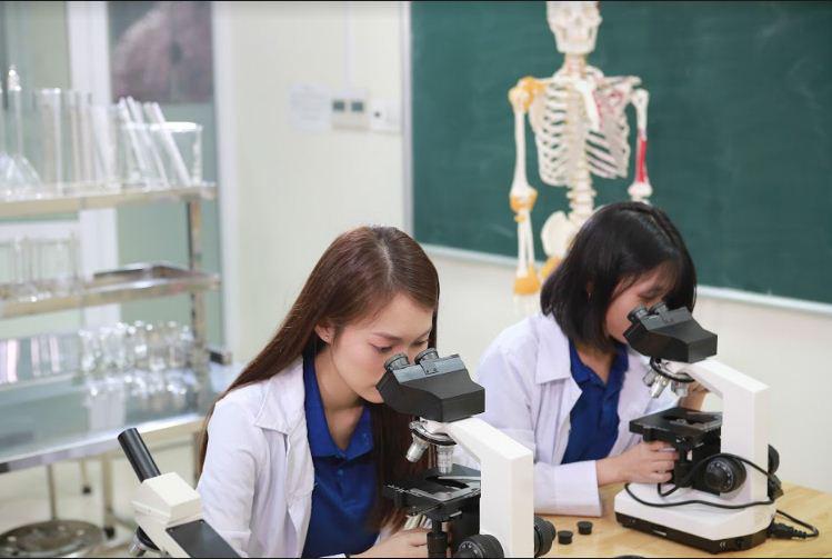 Năm 2020 sẽ tiến tới đào tạo ngành dược học theo chương trình chất lượng cao tại Đại học Công nghệ Đông Á - Ảnh 1.