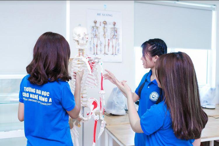 Năm 2020 sẽ tiến tới đào tạo ngành dược học theo chương trình chất lượng cao tại Đại học Công nghệ Đông Á - Ảnh 3.