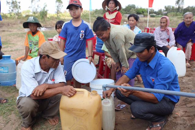 Hỗ trợ 80.000 nông hộ vượt khó do hạn mặn, dịch bệnh - Ảnh 1.