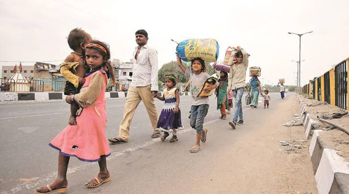 Hơn 10 triệu lao động nhập cư Ấn Độ phải đi bộ về quê vì Covid-19 - Ảnh 1.