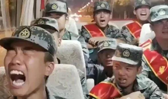 Thực hư video binh sĩ Trung Quốc bật khóc trên đường hành quân đến biên giới với Ấn Độ - Ảnh 1.
