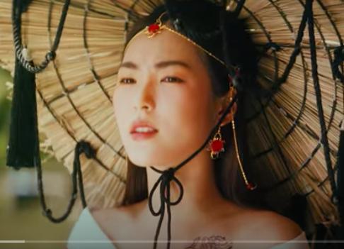 [Tin] - Vẻ xinh đẹp sexy 10x với bikini trong MV của Jack