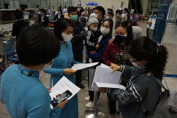 Mở bán vé bay quốc tế về Việt Nam - Ảnh 1.