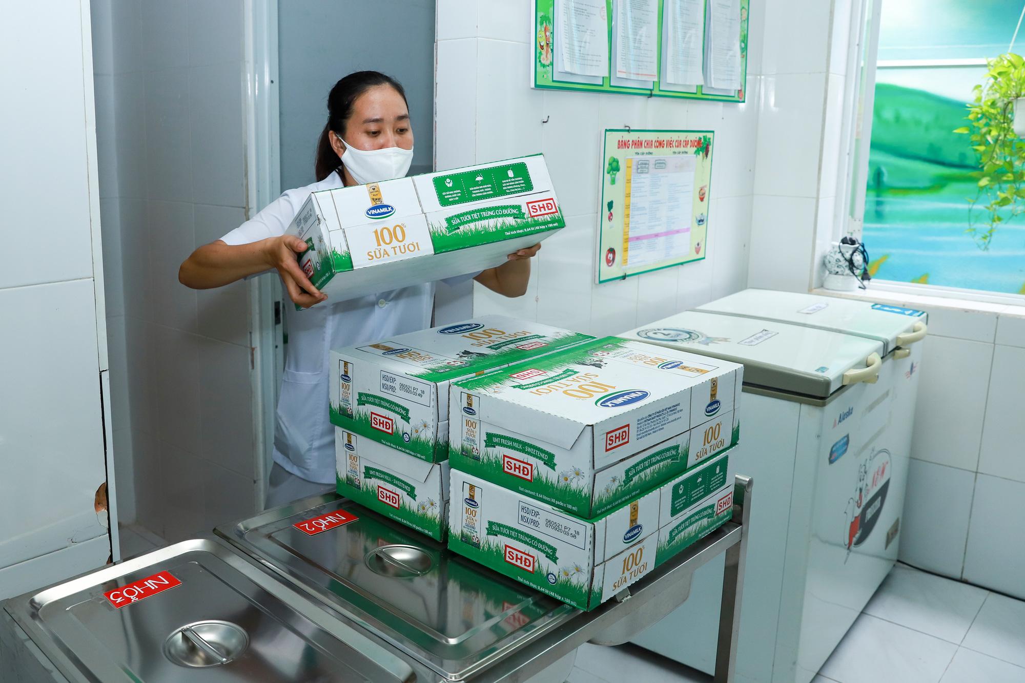 Đà Nẵng cho học sinh uống sữa học đường ngay ngày tựu trường - Ảnh 3.