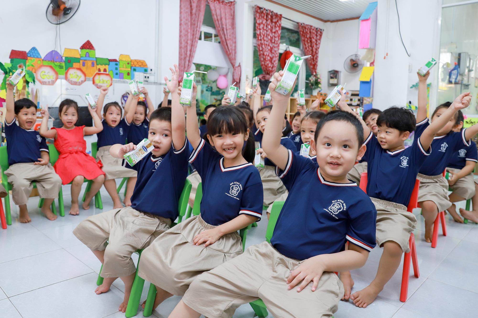 Đà Nẵng cho học sinh uống sữa học đường ngay ngày tựu trường - Ảnh 5.