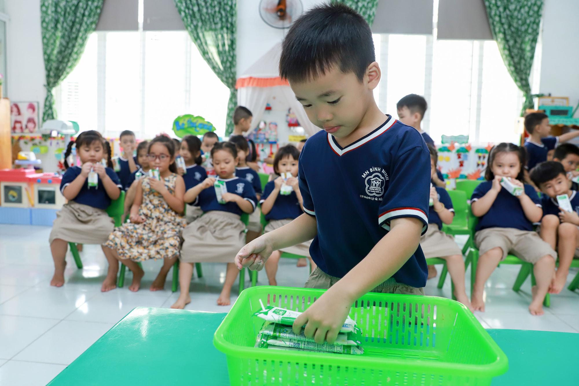 Đà Nẵng cho học sinh uống sữa học đường ngay ngày tựu trường - Ảnh 6.