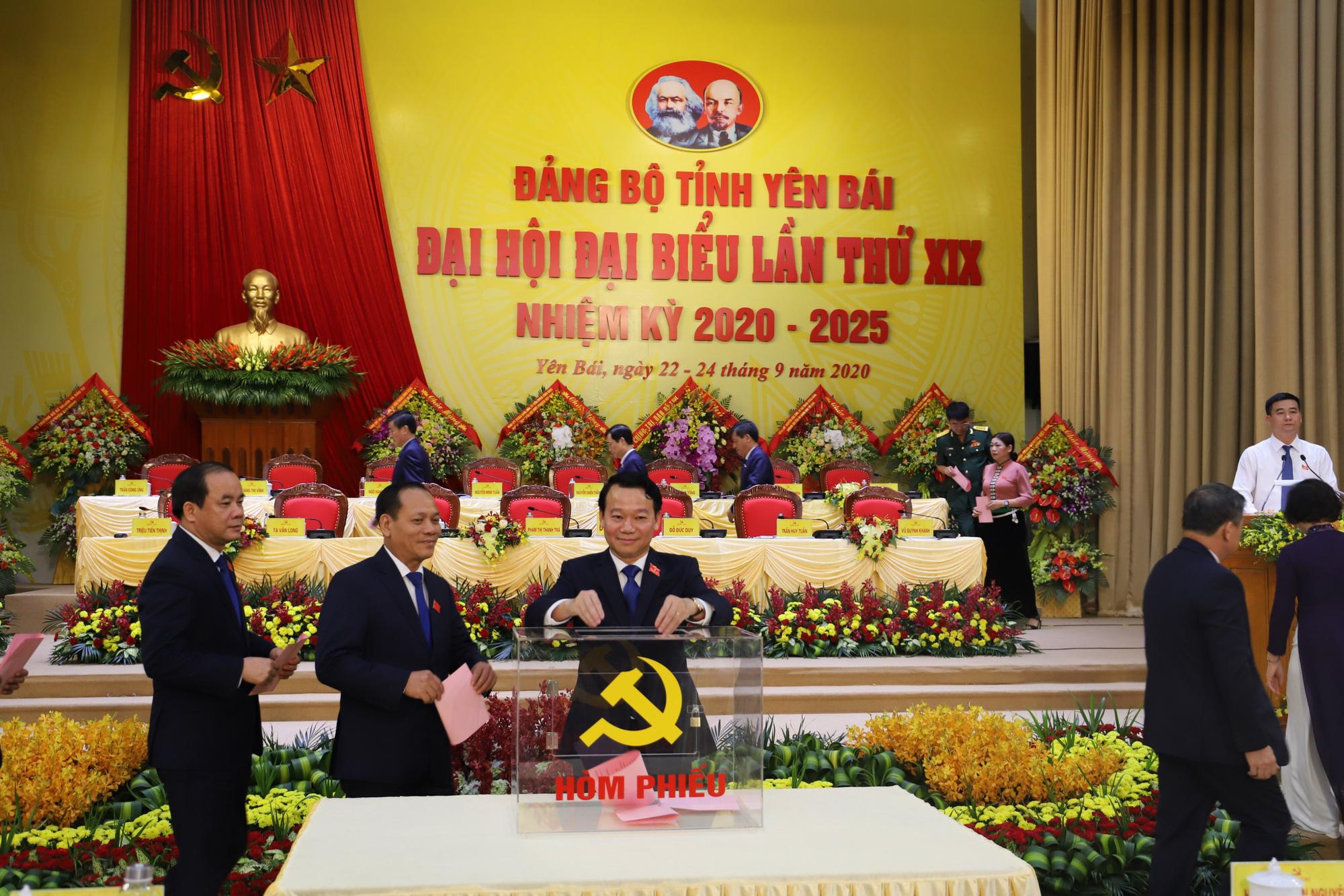 Yên Bái lấy phiếu giới thiệu nhân sự chức danh Bí thư Tỉnh ủy khóa XIX - Ảnh 2.