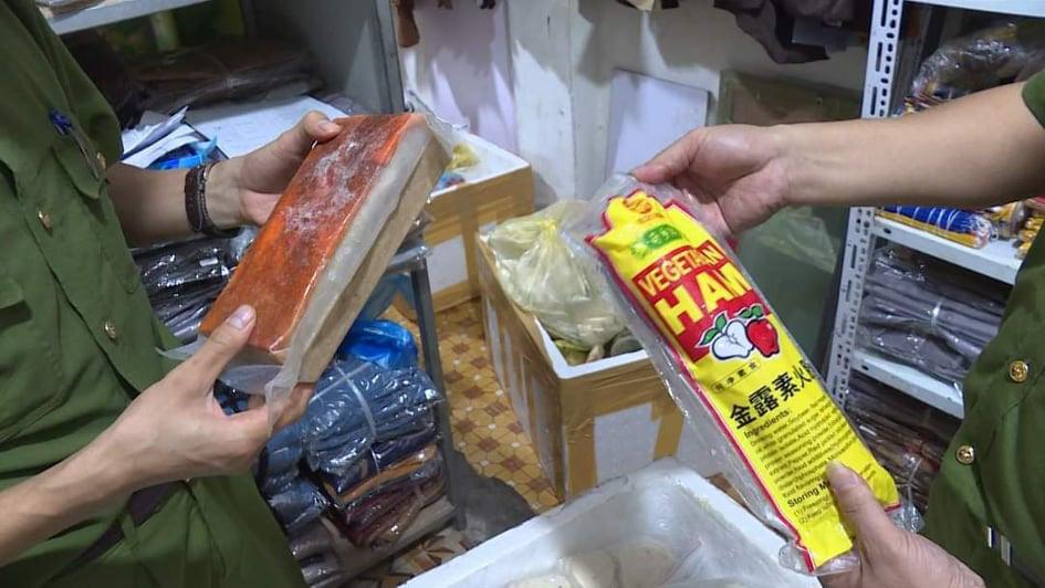 Phú Thọ: Tạm giữ hơn 350kg sản phẩm chay vi phạm vệ sinh ATTP - Ảnh 1.
