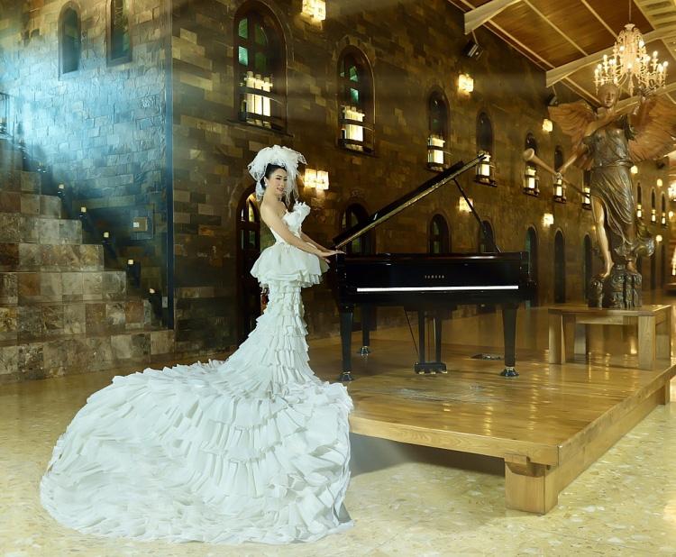 Trịnh Kim Chi bất ngờ đăng ảnh cưới và thu âm tình khúc với chồng doanh nhân sau 20 năm kết hôn  - Ảnh 1.
