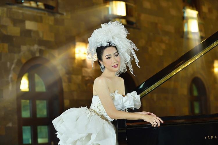 Trịnh Kim Chi bất ngờ đăng ảnh cưới và thu âm tình khúc với chồng doanh nhân sau 20 năm kết hôn  - Ảnh 2.