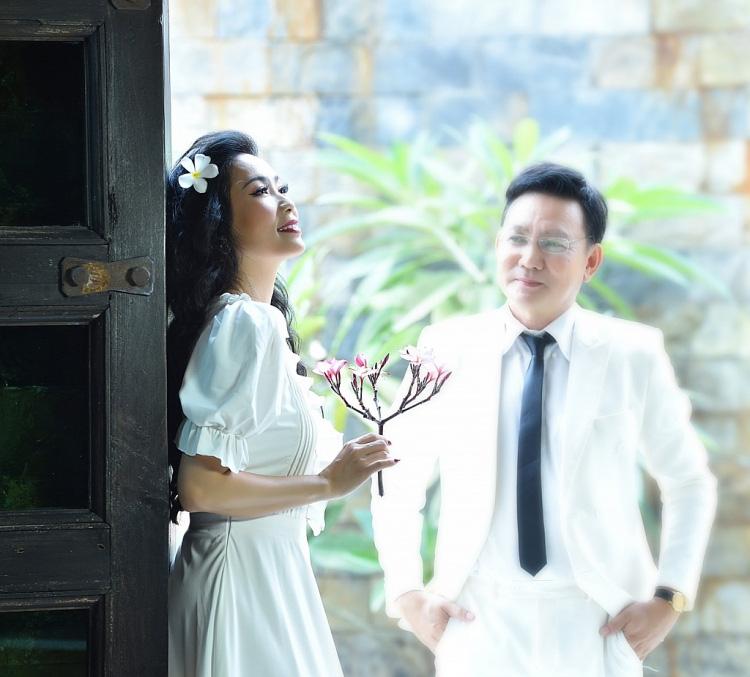 Trịnh Kim Chi bất ngờ đăng ảnh cưới và thu âm tình khúc với chồng doanh nhân sau 20 năm kết hôn  - Ảnh 3.