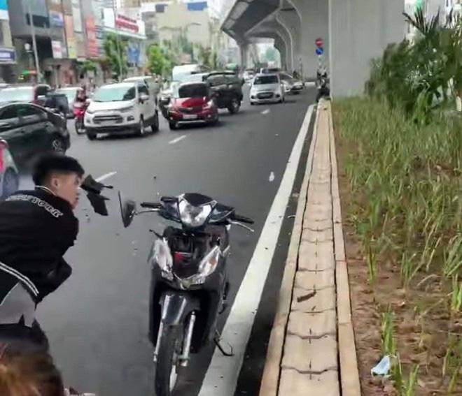 Thanh niên đạp phá xe sau khi tông bà bầu bị công an triệu tập - Ảnh 2.