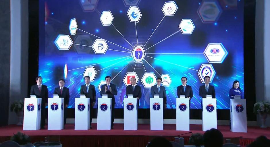 """Thủ tướng Nguyễn Xuân Phúc: """"Khám chữa bệnh từ xa là bước tiến lớn của ngành y tế""""  - Ảnh 3."""