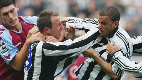 """5 vụ """"gà nhà đá nhau"""" tai tiếng của bóng đá: Có Balotelli, Ibrahimovic - Ảnh 5."""