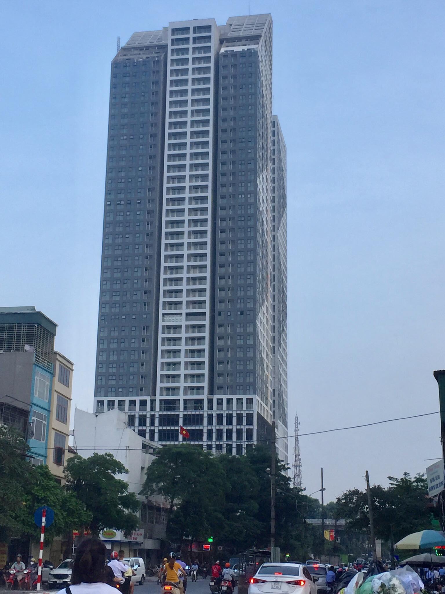 Sau vụ công nhân rơi từ tầng 38 toà tháp Thiên Niên Kỷ tử vong ở Hà Nội, dân nơm nớp lo sợ - Ảnh 1.