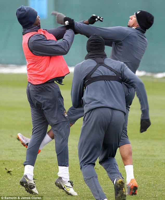 """5 vụ """"gà nhà đá nhau"""" tai tiếng của bóng đá: Có Balotelli, Ibrahimovic - Ảnh 1."""