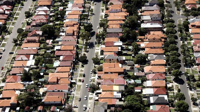 Siết quy định cá nhân mua đất ở nước ngoài để định cư - Ảnh 1.