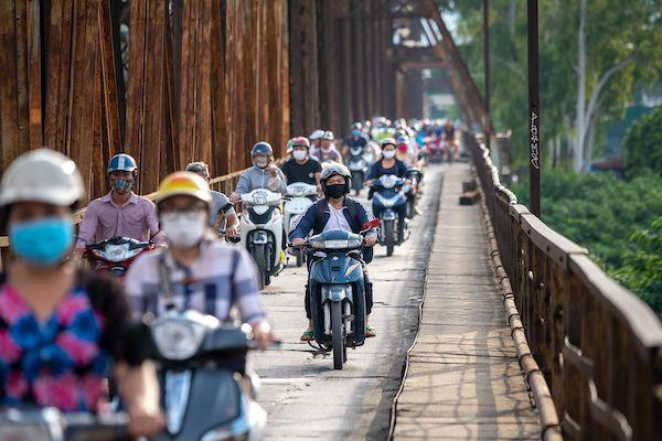 Bloomberg: Xe máy điện VinFast hướng tới tương lai của giao thông xanh tại Việt Nam - Ảnh 2.