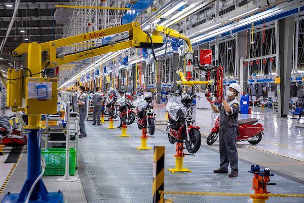 Bloomberg: Xe máy điện VinFast hướng tới tương lai của giao thông xanh tại Việt Nam - Ảnh 3.