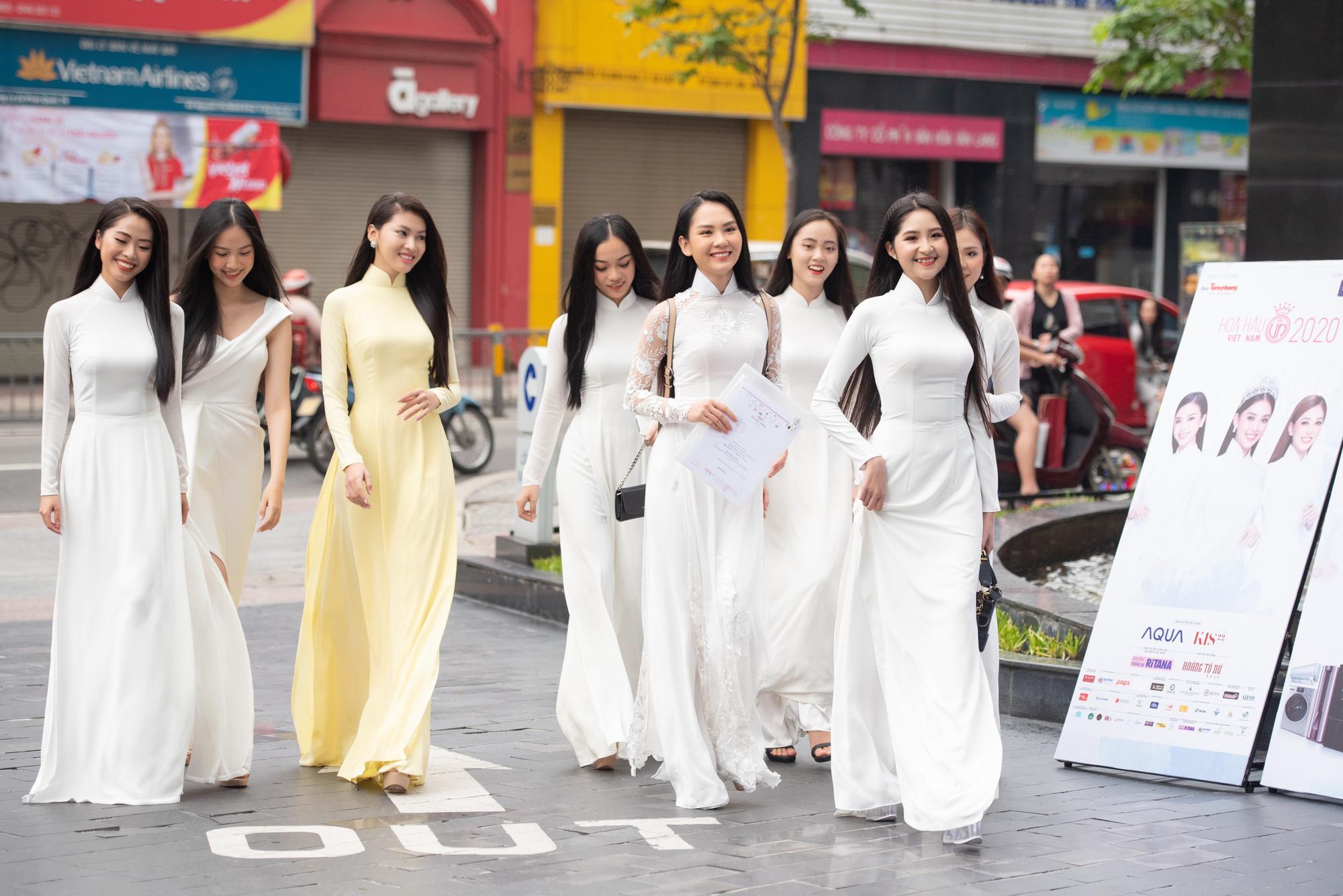 """Thí sinh U60 gây """"sốt"""" xuất hiện tại Sơ khảo Hoa hậu Việt Nam 2020, khác xa ảnh hiếm hoi quyến rũ? - Ảnh 12."""
