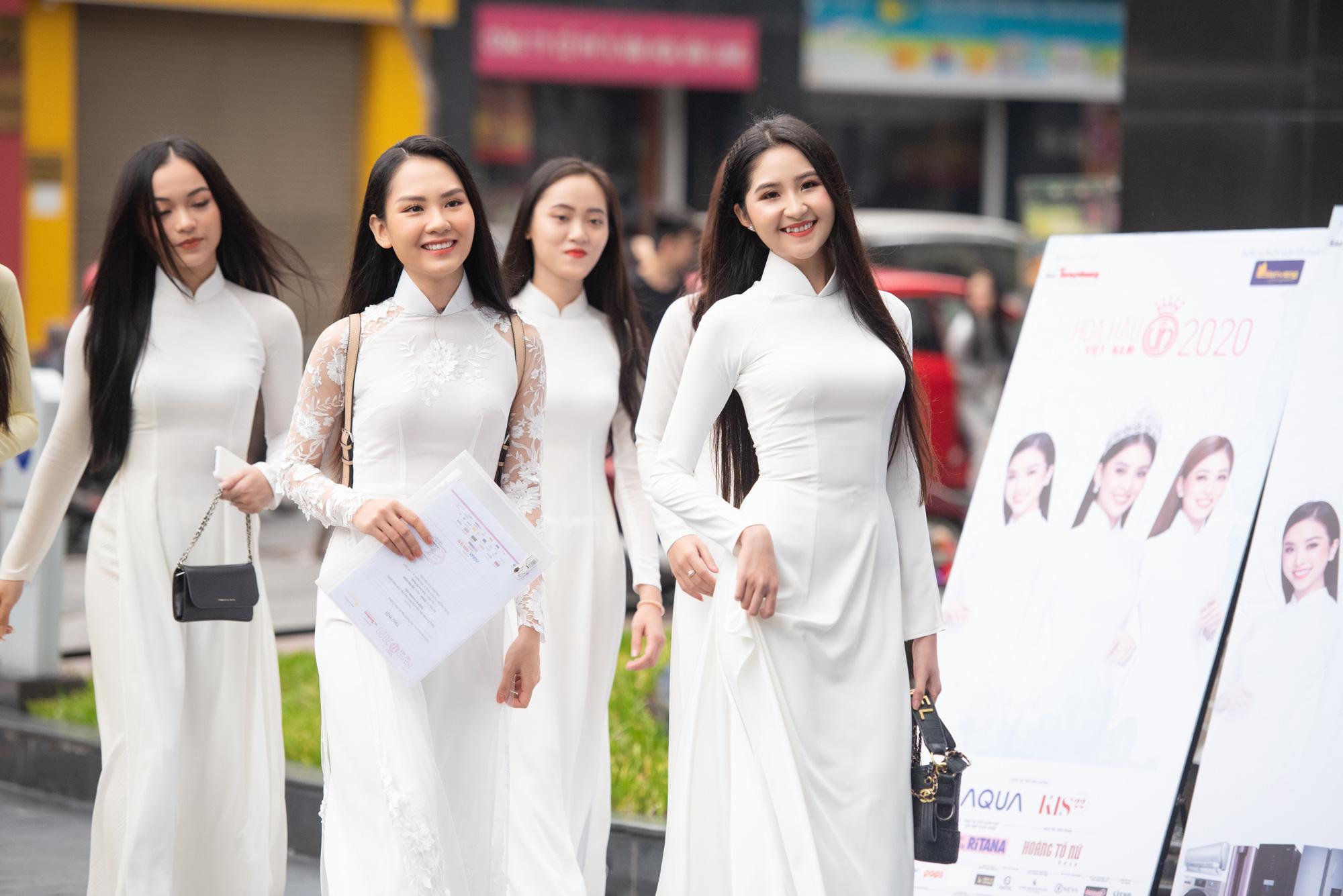 """Thí sinh U60 gây """"sốt"""" xuất hiện tại Sơ khảo Hoa hậu Việt Nam 2020, khác xa ảnh hiếm hoi quyến rũ? - Ảnh 7."""