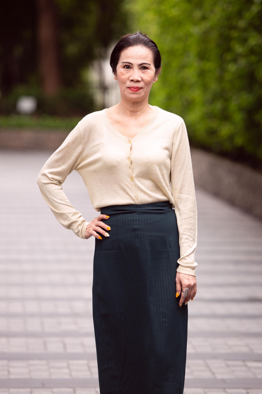 """Thí sinh U60 gây """"sốt"""" xuất hiện tại Sơ khảo Hoa hậu Việt Nam 2020, khác xa ảnh hiếm hoi quyến rũ? - Ảnh 1."""