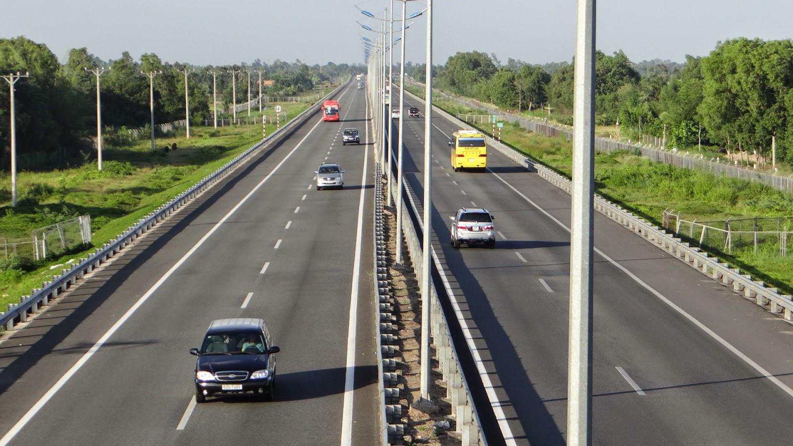 Bình Dương: Hạ tầng giao thông là động lực cho phát triển - Ảnh 2.
