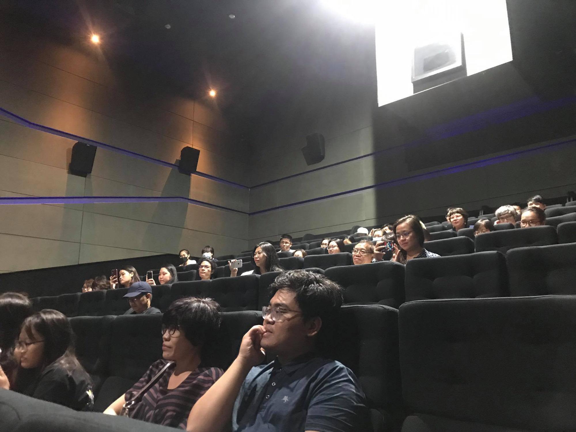 """Mới 2 ngày công chiếu """"Ròm"""" đạt mốc 250.000 vé đạo diễn tức tốc gửi lời cảm ơn đến các nhà đầu tư thiên thần - Ảnh 3."""