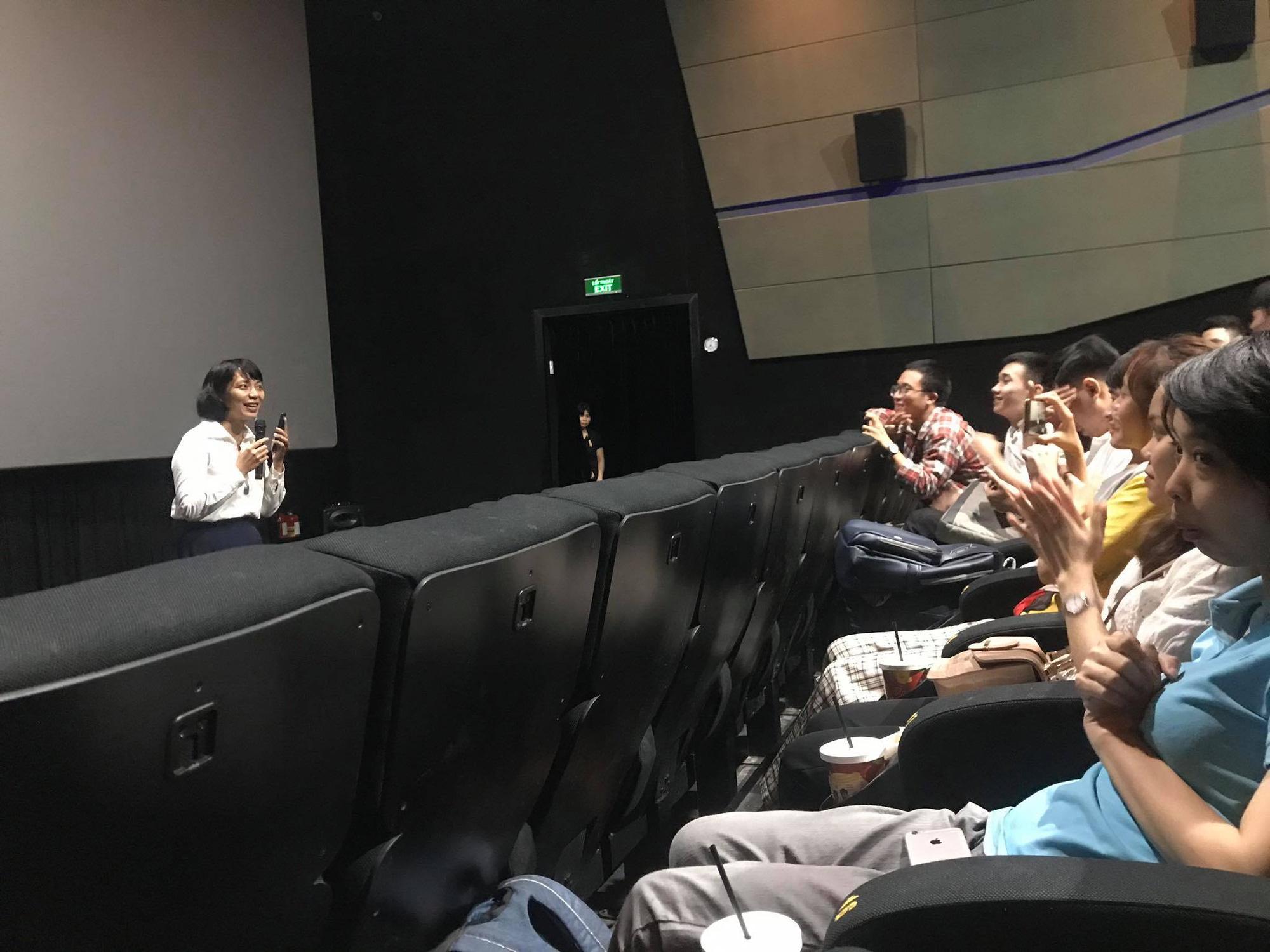 """Mới 2 ngày công chiếu """"Ròm"""" đạt mốc 250.000 vé đạo diễn tức tốc gửi lời cảm ơn đến các nhà đầu tư thiên thần - Ảnh 5."""