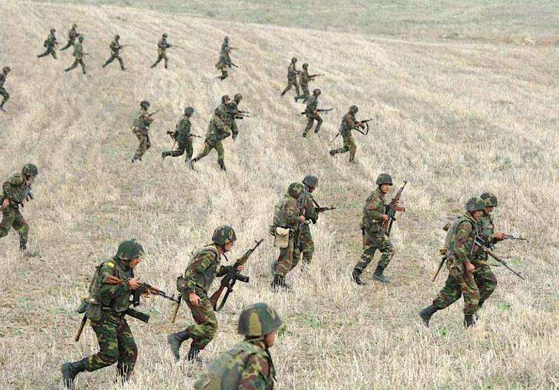 Chiến sự ác liệt giữa 2 nước thuộc Liên Xô cũ, Nga kêu gọi ngừng bắn ngay lập tức - Ảnh 1.