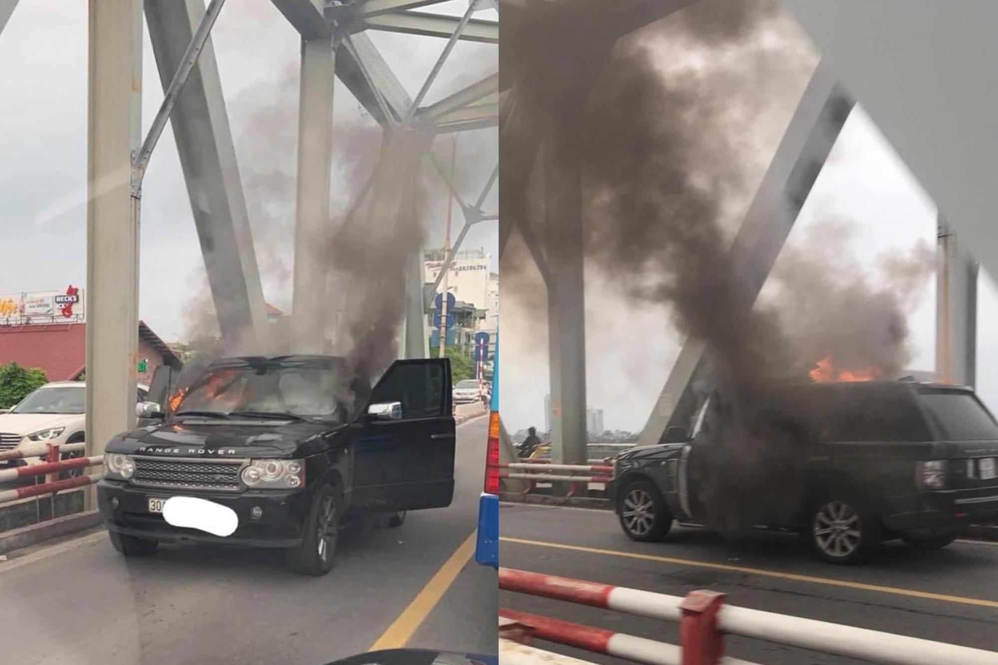 CLIP: Ô tô Range Rover bốc cháy dữ dội trên cầu Chương Dương - Ảnh 2.