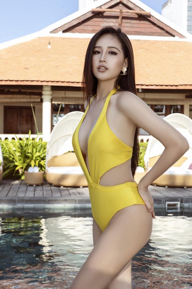 """Sau ảnh hiếm hoi mặc bikini khoét sâu, Mai Phương Thúy quyến rũ """"đốt mắt"""" với váy dây siêu mảnh - Ảnh 5."""