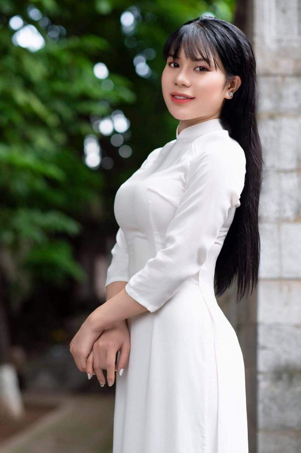 CEO 9x gợi cảm từng diễn chung với NSƯT Quang Tèo ghi danh tại Hoa hậu Việt Nam 2020 - Ảnh 1.