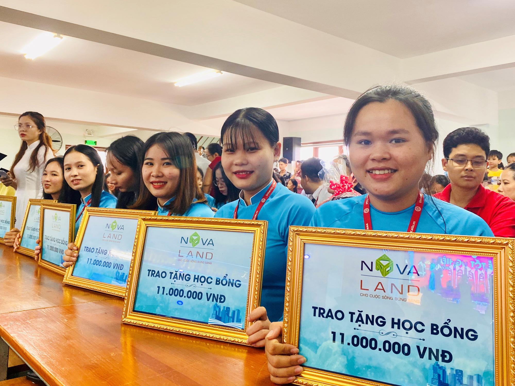 Novaland trao 100 suất học bổng cho sinh viên Trường ĐH Phan Thiết - Ảnh 2.