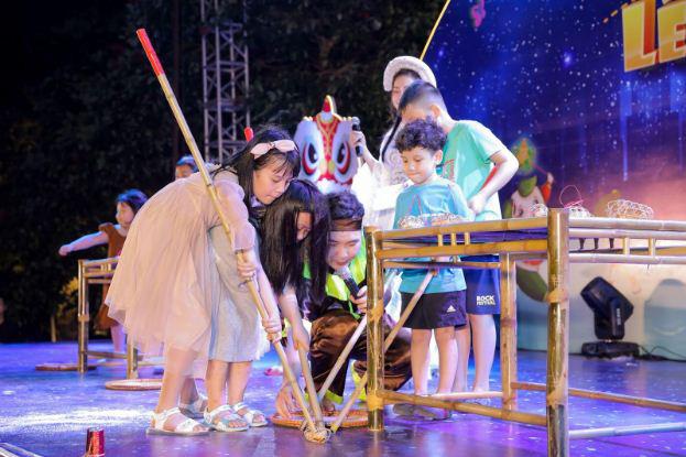 """Cư dân nhí tưng bừng 'Rước đèn lên trăng"""" trong đêm hội Trung thu của Sunshine Group - Ảnh 4."""