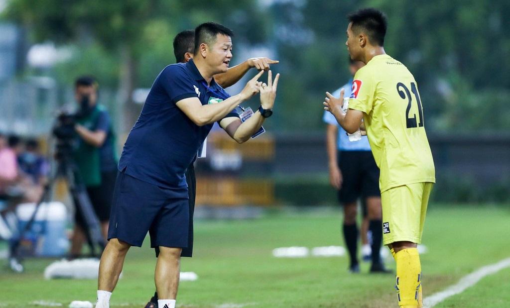 Trợ lý HLV Phạm Văn Quyến trải lòng về chức vô địch của U17 SLNA - Ảnh 1.