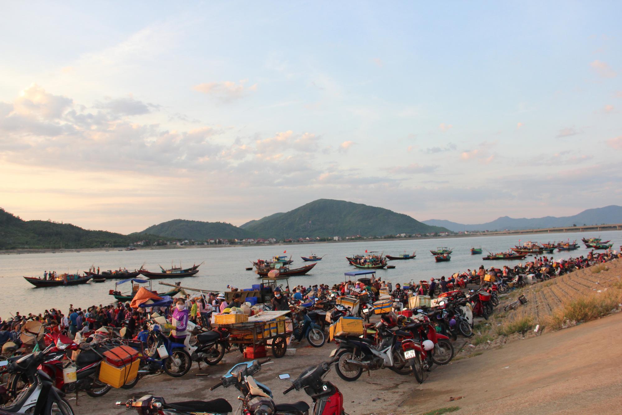 Độc đáo chợ cá truyền thống hơn 400 năm - Ảnh 6.