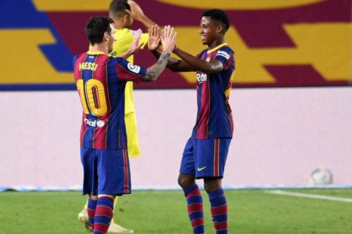 Messi và Fati tỏa sáng ở trận thắng Villarreal.