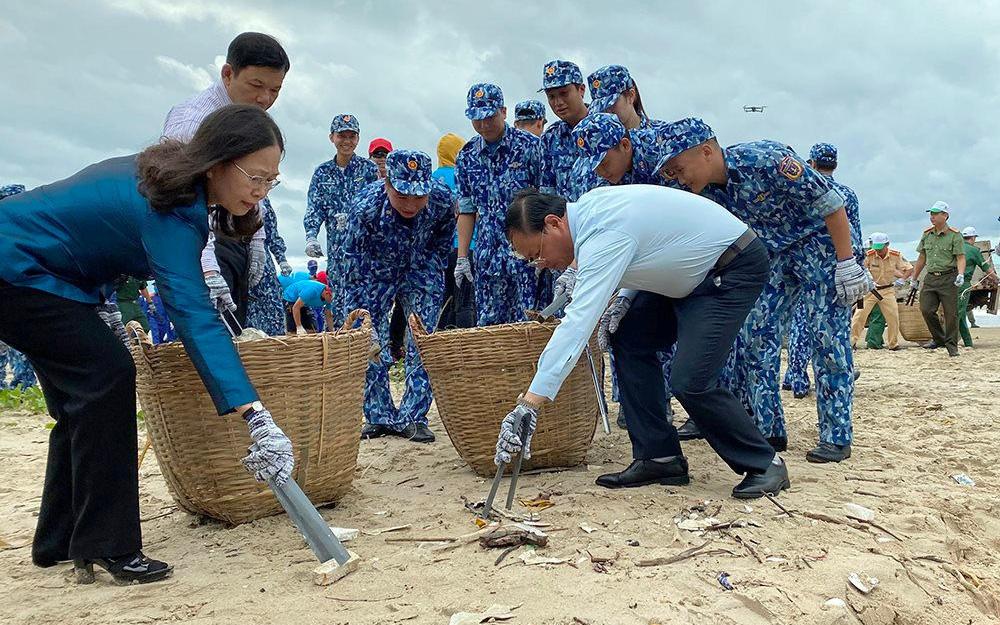 Bà Rịa – Vũng Tàu: Ra quân hưởng ứng chiến dịch làm sạch môi trường biển năm 2020