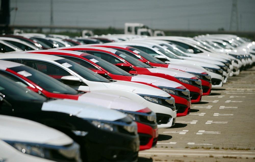 Ô tô nhập giá rẻ tràn về, xe nội tăng bán ra: Cuối năm giá giảm tiếp - Ảnh 1.