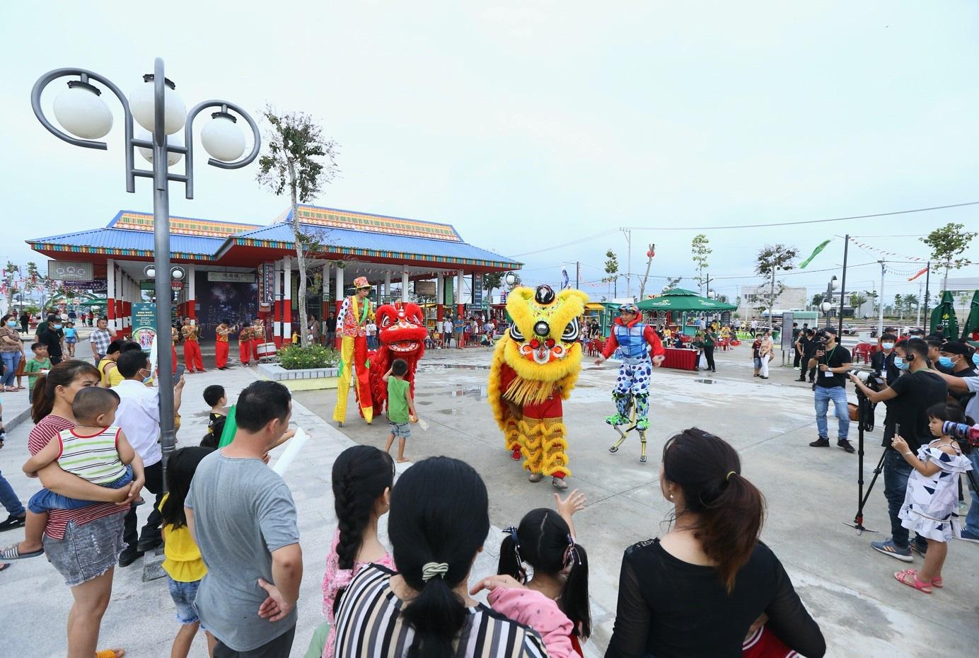 Chính thức khánh thành Khu kinh tế đêm đầu tiên tại thành phố Đồng Xoài - Ảnh 1.